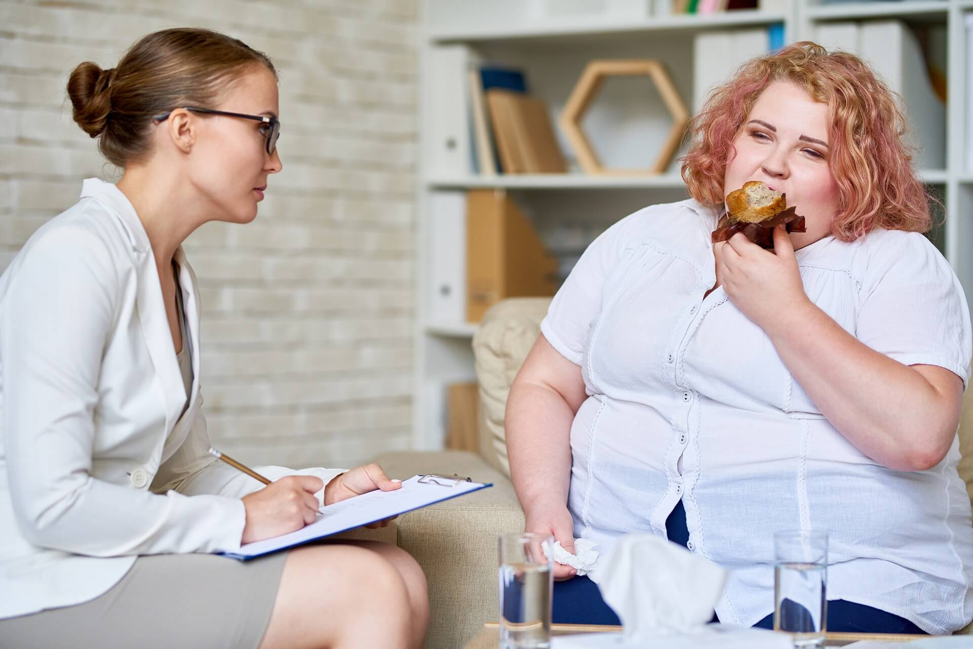 obese-woman-consulting-about-eating-disorder-9STGRVM